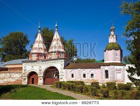 Santa Gate  In  Rizopolozhenskiy Monastery