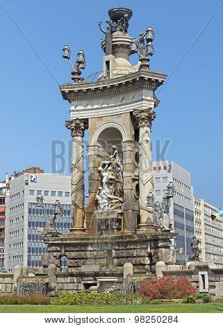 Fountain Of The Placa De Espanya