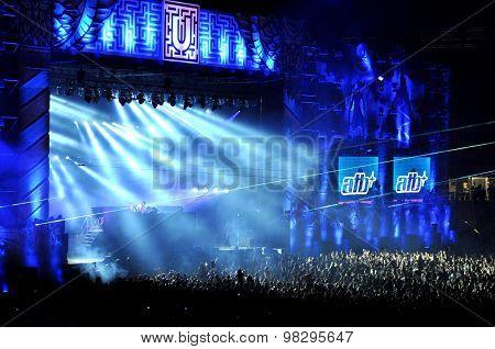 Dj Mixing Live