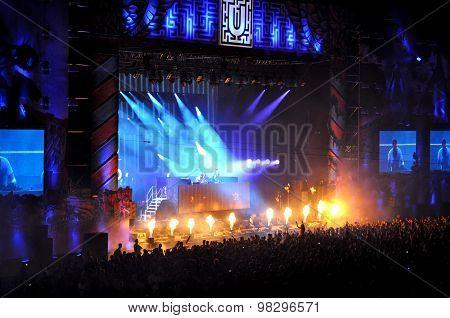 Dj Atb Performs A Live Concert