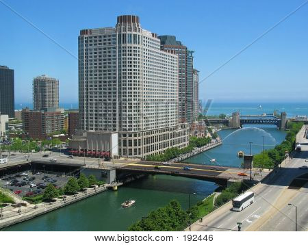 Chicago River, Looking East