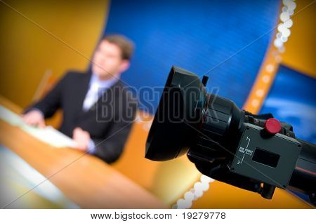 Aufzeichnung im TV-Studio - Lautsprecher sprechen für die Kamera