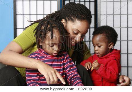 Familia jugando