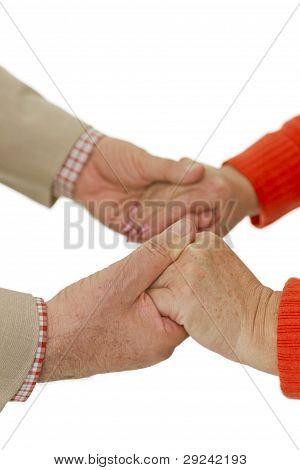 Las manos están sujetando unos de otros