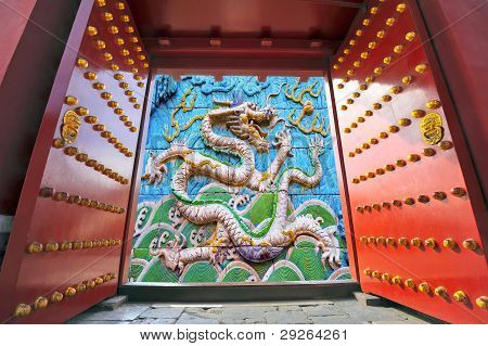 China : gate opening to a Chinese dragon