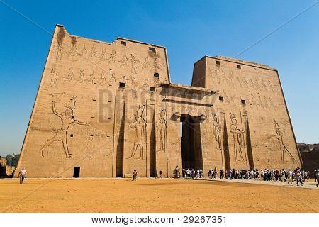 Africa, Egypt, Edfu, Horus Tempel.Imposantes building from the Ptolemaic period.