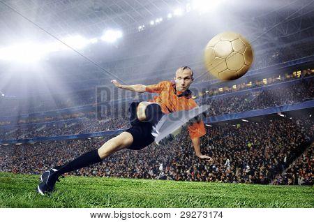 Jogador de futebol no campo do Estádio