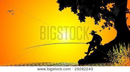 Fischer fängt ein Fisch auf Sonnenuntergang Hintergrund