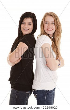 glückliche Jugendliche Rücken an Rücken