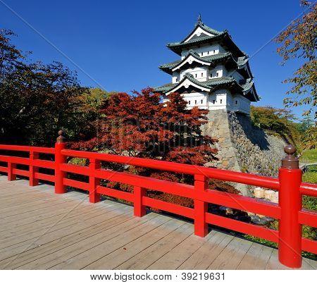 27 Oktober: Hirosaki-Burg in Hirosaki in Japan. Die Burg stammt aus dem 1611 und war Sitz des T