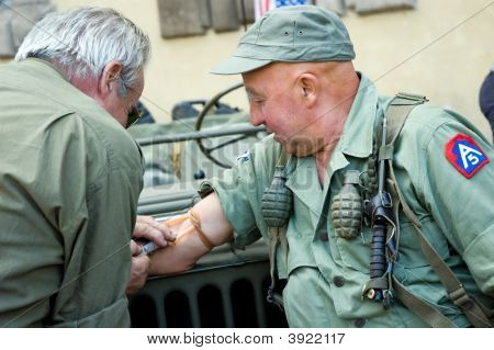 American Soldiers Military Vehicles Medical Treatment Injection