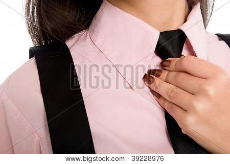 Closeup Portrait of Female eine Krawatte tragen