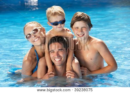 Familie Spaß im Pool
