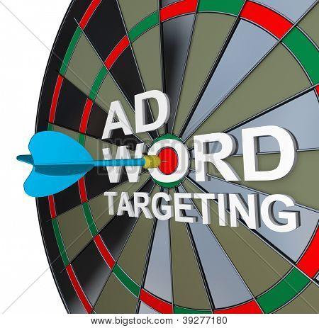 También conocer las palabras Ad Targeting con un dardo en el medio de la palabra para simbolizar online pay-per-click