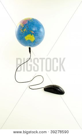Black Mouse connected to the viewing globe oceania