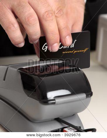 swiping eine Karte über ein terminal