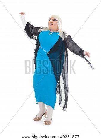 Travesti vestida como una cantante femenina