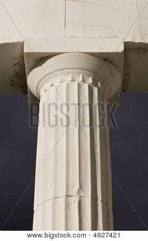 Ancient greek pillar of doric rhythm