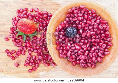 Fresh Ripe Juicy Red Pomegranate Seeds