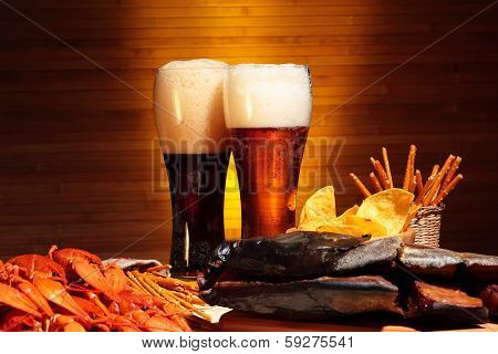 Dark and light beer with crawfish