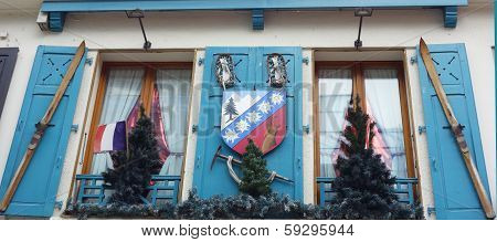 Window decoration with coat of arms in Chamonix