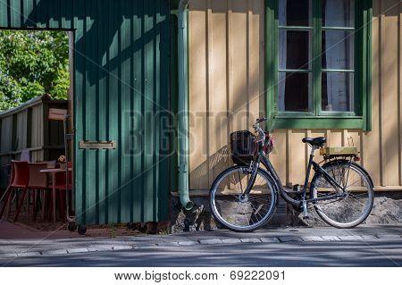 Vintage bike on old Mains Street