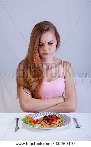 Girl On Diet Doesn't Eat Dinner