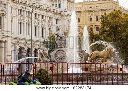 Cybele Chariot Lions Statue Fountain Plaza De Cibeles Madrid Spain