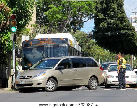 Honolulu City Bus Has Accident With Mini Van