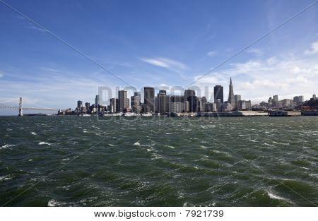 San Francisco Bay mit windy Wellen