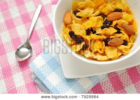 Breakfast Cereal With Raisins And Almond Nuts