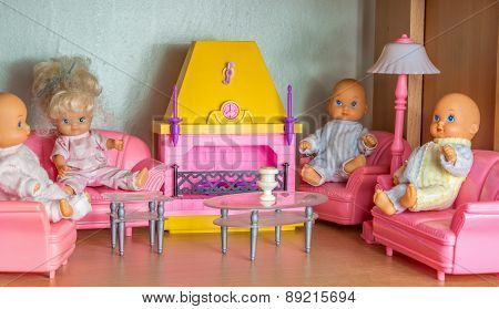 Small Doll Living Room With Kewpie Dolls