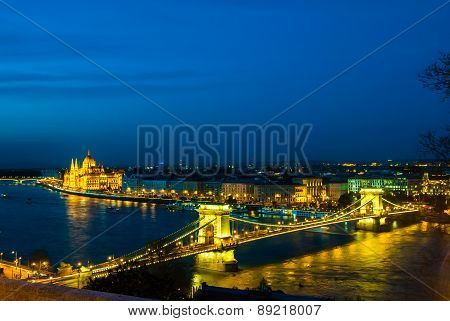 The famous chain bridge in Budapest