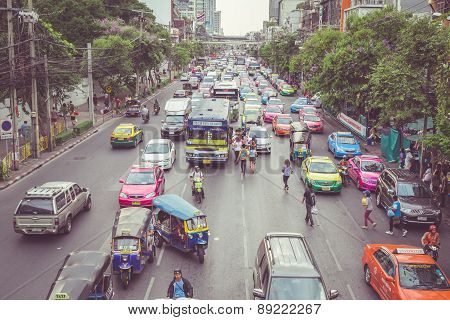 Bangkok - April 11 : Traffic Approaching A Dead End On A Busy Street In The City Center, On 11 April