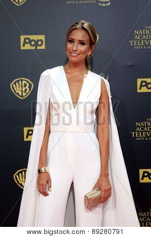 BURBANK - APR 26: Renee Bargh at the 42nd Daytime Emmy Awards Gala at Warner Bros. Studio on April 26, 2015 in Burbank, California