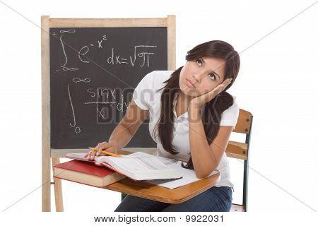 Spanischer College Student Frau Studium Mathematik-Prüfung