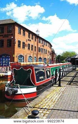 Narrowboat in canal basin, Coventry.