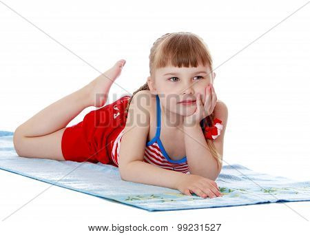 girl sunbathes on the Mat