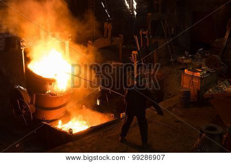 Foundry Worker Removing Slack
