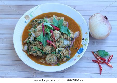 Shrimp Touch Shrimp Curry Bright Eat In White Plate (in Thailand)