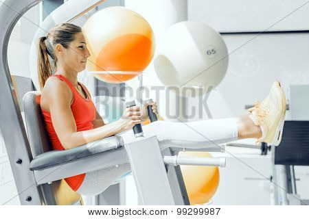 Young Woman Working On Abs In A Gym