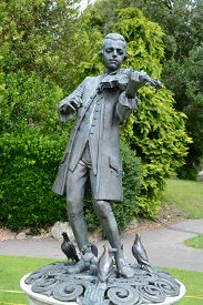 picture of mozart  - Statue of Wolfgang Amadeus Mozart in parade gardens - JPG