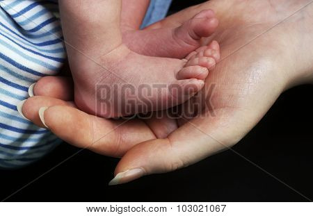 Mother hands and baby feet