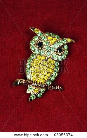 Green and yellow owl brooch.
