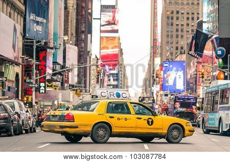 New York - December 22, 2013: Rush Hour With Yellow Cab On 7Th Av. In Manhattan Before Sunset