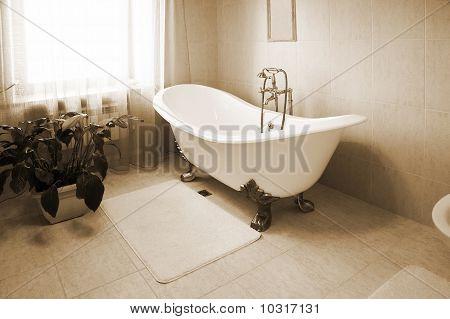 Baño con bañera hermosa