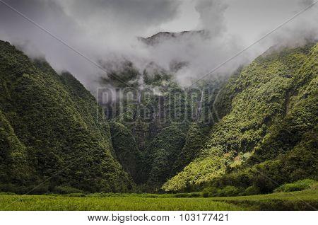 Cascade Bras D'anette Et Ses Falaises, Ile De La Réunion