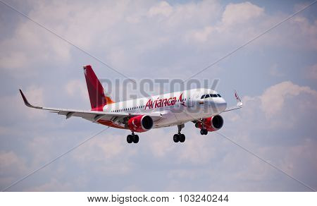 FORT LAUDERDALE, USA - May 24, 2015: Avianca Airlines Airbus A320 landing.