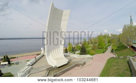 SAMARA - MAY 05, 2015: Monument on embankment at spring sunny day. Aerial view video frame