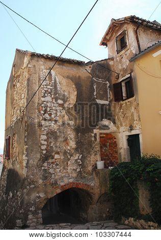 Building In Bakar
